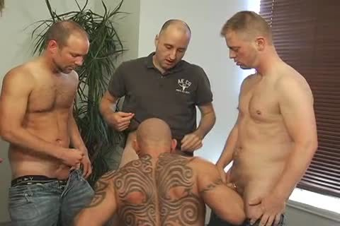 wicked males kissing & engulfing dicks