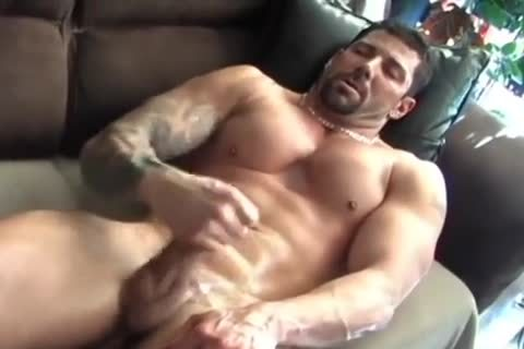 Muscle Lad Plays With A sex-toy