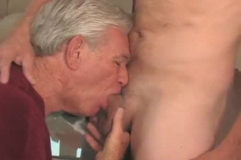 pleasing older man sucking & Getting boned By Younger man