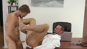 Icon Male - Tattooed Wesley Woods has a taste for sucking cock